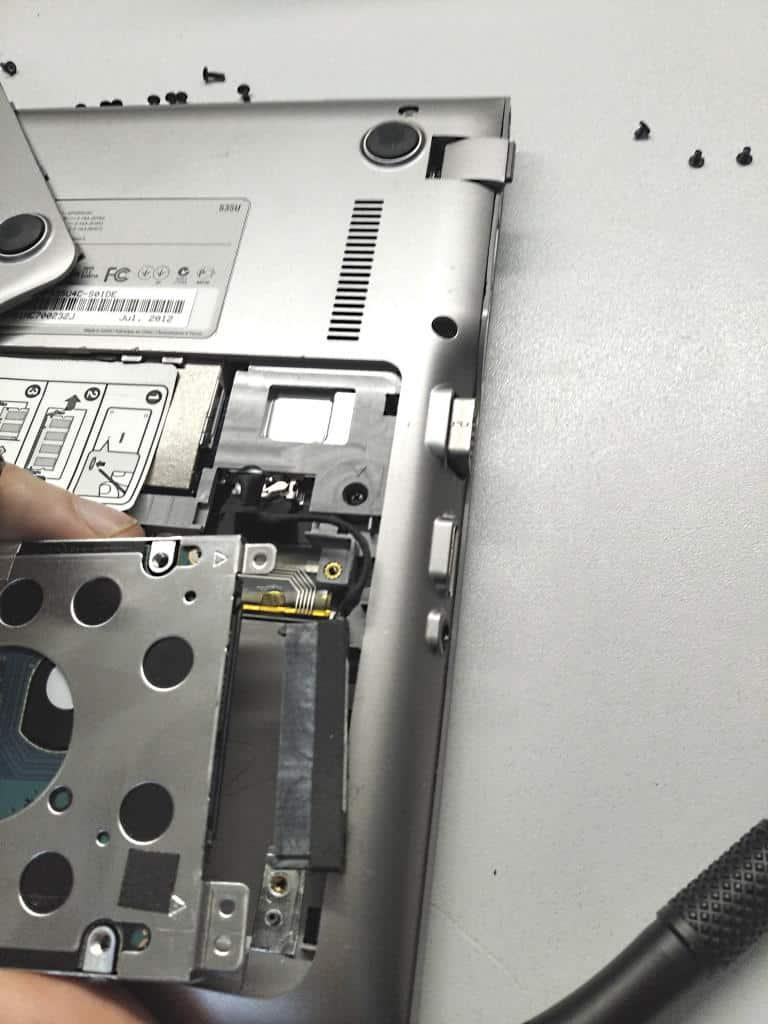 Festplatte Laptop von Kabel getrennt