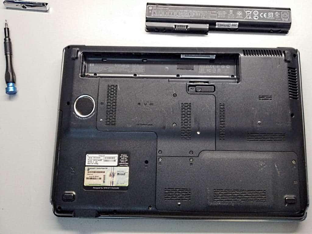 Stromquelle Akku aus Laptop entfernt