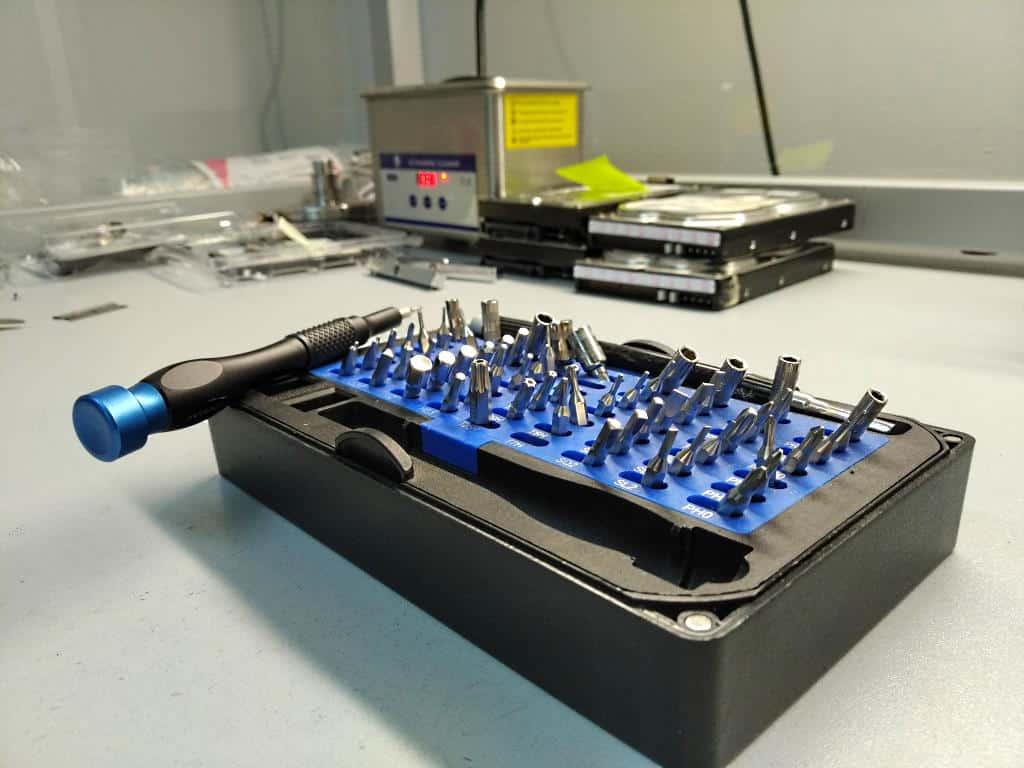 Festplatte ausbauen Werkzeug